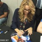 Lea Thompson beim Unterschreiben