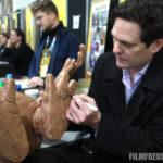 Henry Thomas beim unterschreiben unseres E.T.s