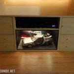 Schrank-Eigenbau mit DeLorean-Modell