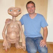E.T. in Lebensgröße – NECA – 1:1 – 90 cm