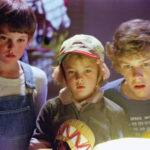 Henry Thomas und Robert MacNaughton mit Drew Barrymore im Film