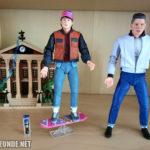 Marty 2015 und Biff 1955 im Regal