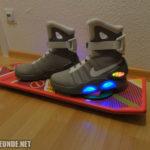 Die Schuhe auf dem Hoverboard