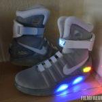 Die Schuhe im Regal