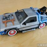 DeLorean mit Weißwandreifen und Hood-Box