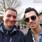 Mit Sänger Joe Jonas von den Jonas Brothers bei Dreharbeiten in Berlin