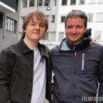 Mit Sänger Lewis Capaldi bei Dreharbeiten in Berlin
