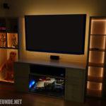 Die Wohnzimmerwand mit indirekter Beleuchtung